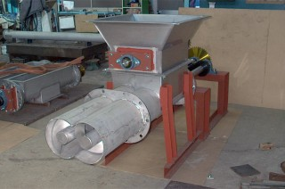 ホッパー付き2軸スクリューフィーダー